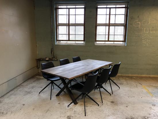 Billede af Claes spisebordssæt med 6 stk Ventus Down stole i PU læder