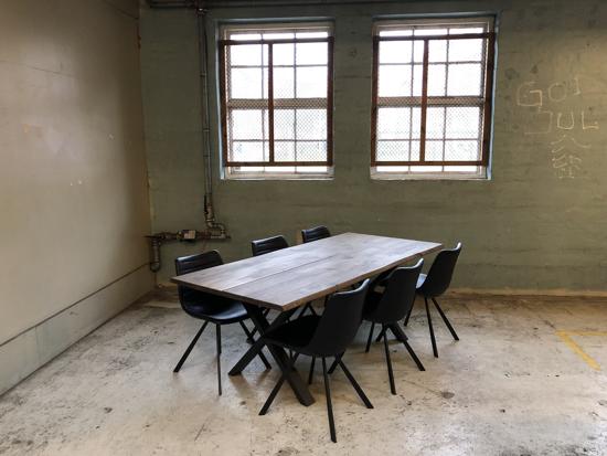 Billede af Claes spisebordssæt med 6 stk Ventus Post stole i sort PU læder